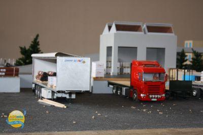 Scania porteur plateau à quai